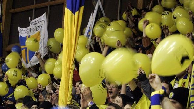 Balluns mellens e fans dal HCD.