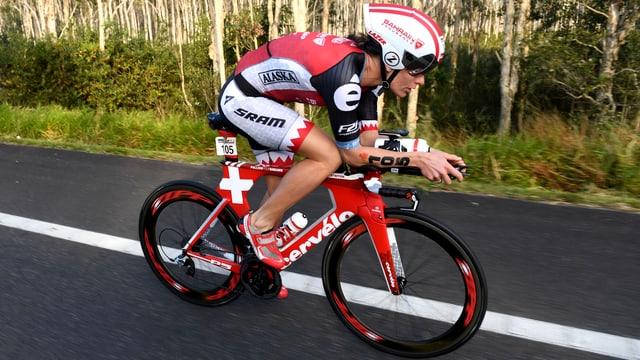 Caroline Steffen auf dem Fahrrad.
