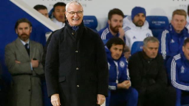 Ranieri mit breitem Grinsen, Mourinho mit versteinerter Miene