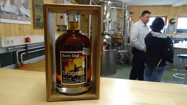 Ord la garascha ora en il mund. Il whisky «Burn Out» da la famiglia Broger.