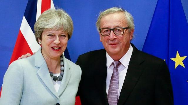 Theresa May e Jean Claude Juncker tar l'inscunter a Brüssel.