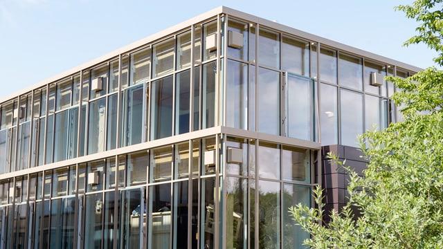 Il House of Natural Resources sin il campus da la scola politecnica federala a Turig.
