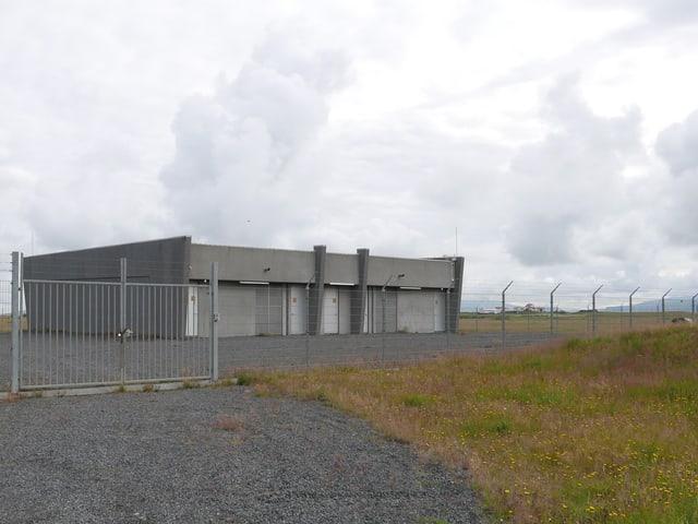 Nüchtern ist untertrieben: In diesem Betonbunker landet das Untersee-Datenkabel, das von Dänemark kommt.