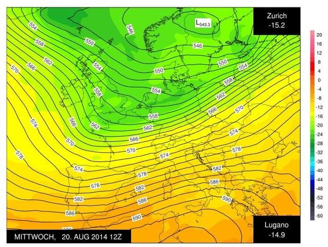 Eine Karte zeigt mit Linien die Luftdruckverteilung in Europa. Farbig ist die Temperatur der Luftmasse dargestellt. Im Norden dominieren Grüntöne, im Süden sind die Flächen gelb oder orange eingefärbt.