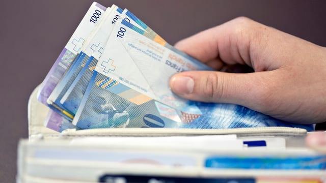 Hunderternoten in Portemonnaie