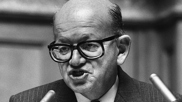 L'anteriur Cusseglier federal Alphons Egli durant la sessiun d'atun a Berna l'onn 1984.
