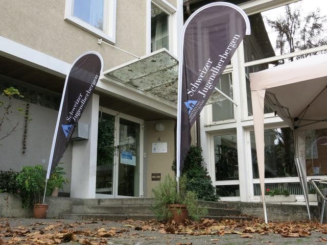 Blick auf den Eingang der heutigen Jugendherberge in Bern.