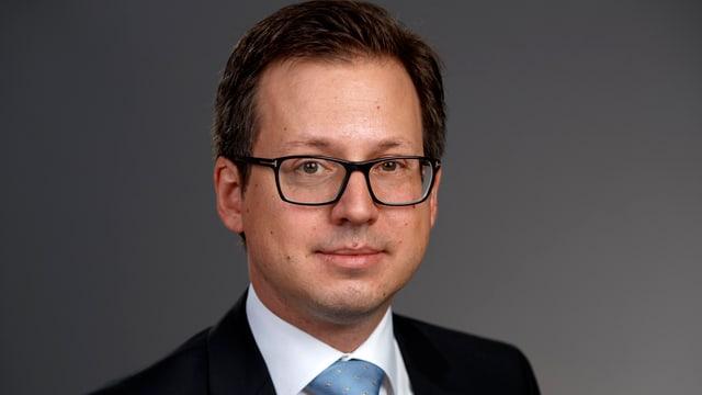 Professor Peter Hettich