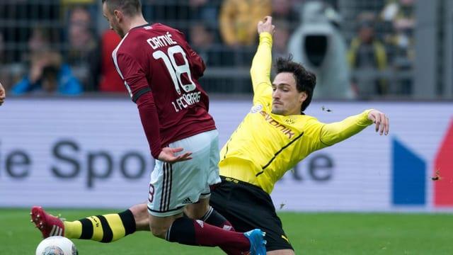 Josip Drmic, hier im Duell mit Mats Hummels, konnte die Niederlage in Dortmund nicht verhindern.