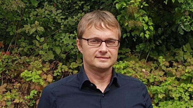 Dapi passa sis onns è Stefan Brülhart-Caprez il mainascola da la scola da selviculturs a Maiavilla.