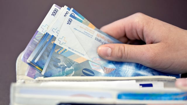 Bursa cun bancnotas.