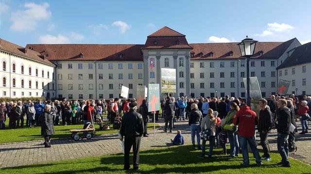 Manifestation vor dem St.Galler Regierungsgebäude
