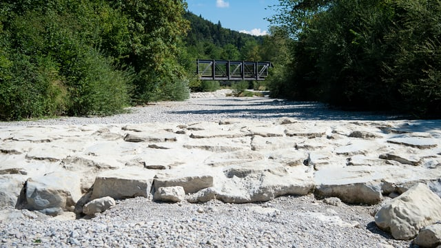Ausgetrocknetes Flussbett der Töss bei Wila (ZH).