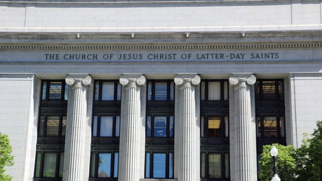 Ein Gebäude, das als Kirche beschriftet ist.