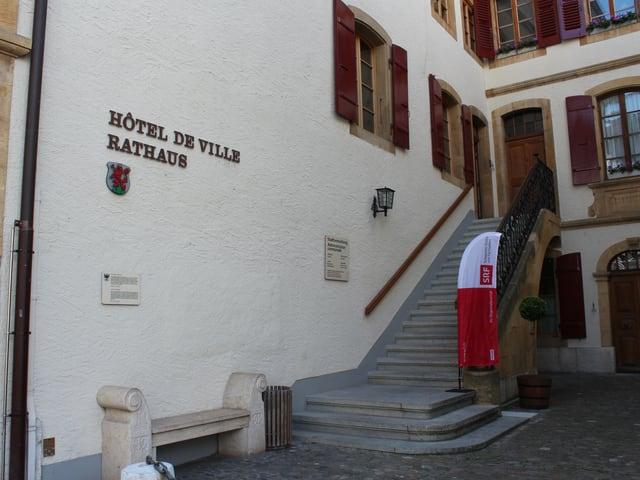 Eingang zum Rathaus Murten.