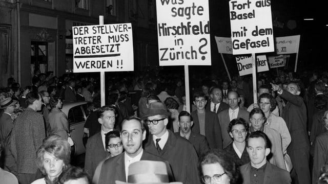 Proteste vor der Premiere des Theaterstücks «Der Stellvertreter» in Basel.