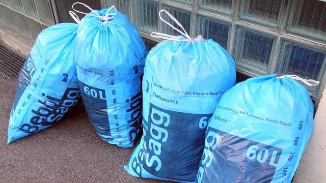 Vier 60-Liter-Bebbi-Säcke