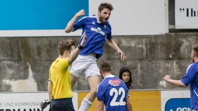 Gabriel Derungs vida festivar in gol.