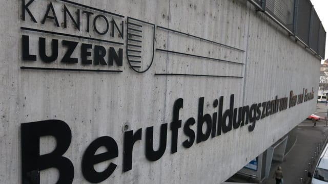 Aussenansicht des Berufsbildungszentrums Bau und Gewerbe in Luzern.