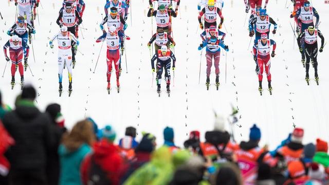 Las cursas da la Tour de Ski a Lantsch han survegni gronds lauds. Quai dals fans ma era dals passlungists.