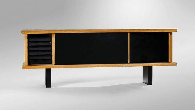 Schwarzes Sideboard aus massivem Tannenholz mit Schiebetüren.