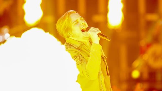 Sänger im Feuer.