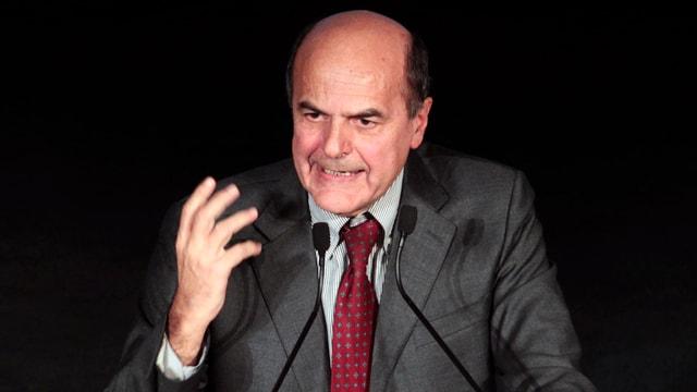 Bersani gestikulierend am Rednerpult.