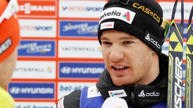 Dario Cologna musste nach seinem Triumph in der Doppelverfolgung zahlreichen Verpflichtungen nachgehen.
