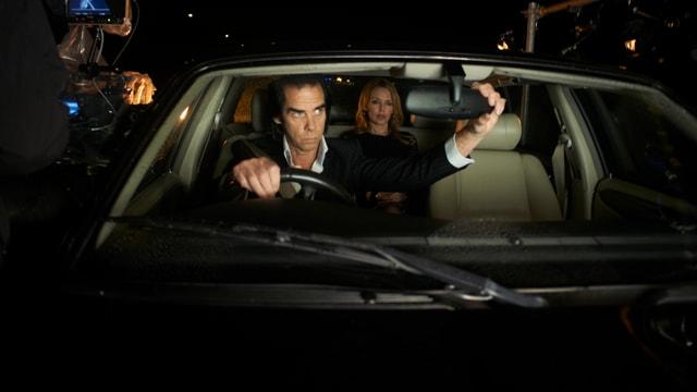 Nick Cave und Kyle Minogue im Auto