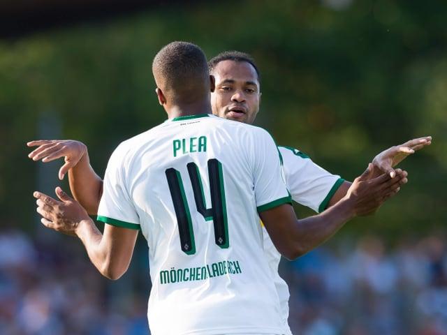 Alassane Pléa und der Ex-FCZ-ler Raffael bejubeln einen der 11 Treffer.