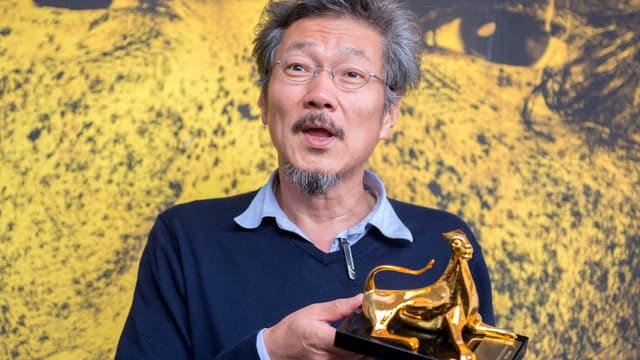 Portrait Hong Sang-soo mit Goldenem Leoparden