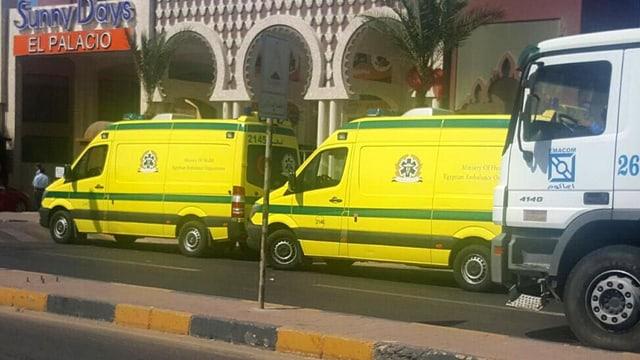 Dus ambulanzas parcadas ina suenter l'autra.
