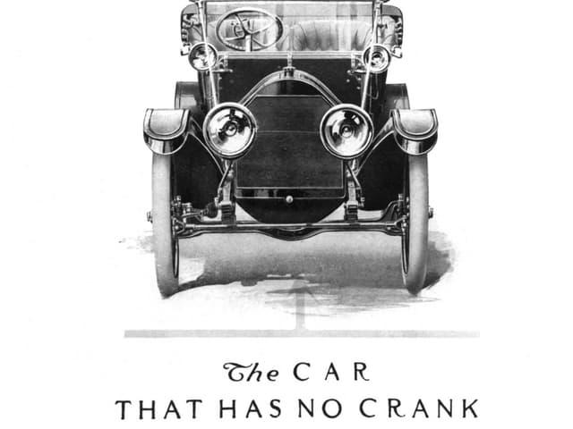 Eine schwarz-weiss Anzeige eines elektrischen Oldtimers aus 1912
