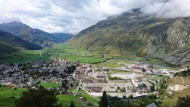 L'areal dal ressort da vacanzas Andermatt Swiss Alps sa chatta da vart dretga da Andermatt/Ursera.