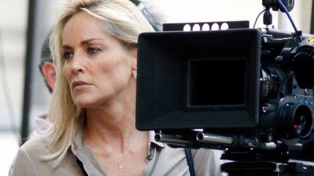 Sharon Stone am Set eines Filmdrehs.