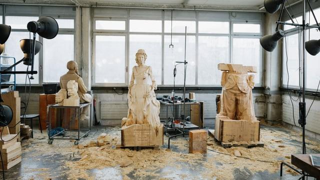 Pliras figuras da lain en in atelier