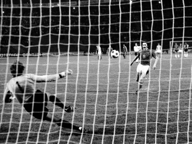 Antonin Panenka bei seinem Penalty 1976.