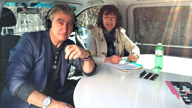 NIck Hayek (links) und Susanne Brunner vom Tagesgespräch im Übertragungswagen.