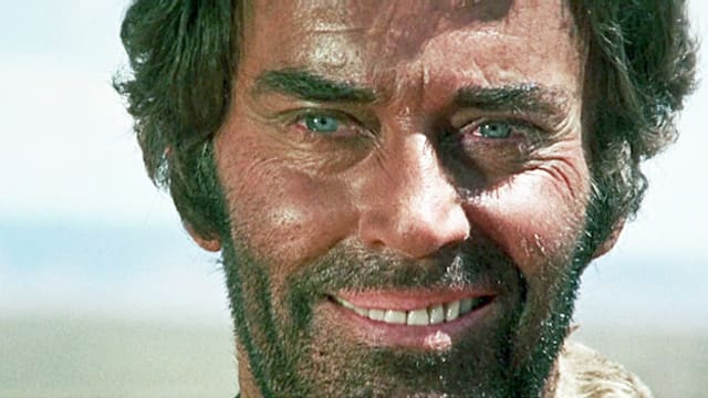Filmszene: Nahaufnahme des lachenden Henry Fonda