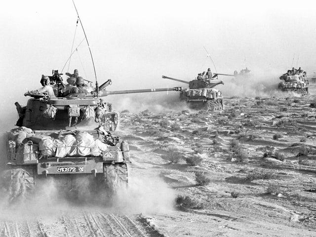 Israelische Panzer auf der Sinai-Halbinsel.