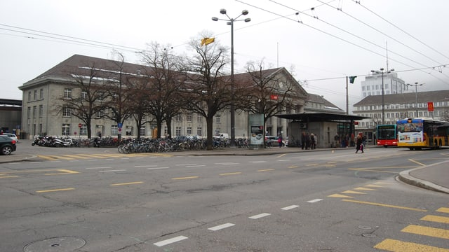 Blick auf den Bieler Bahnhofplatz