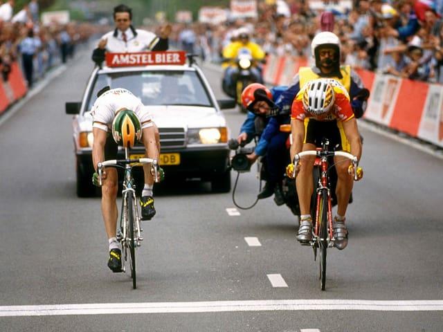 Rolf Järmann (r.) hatte die Nase im Sprint gegen Gianni Bugno vorn.