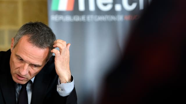 Laurent Kurth kratzt sich am Kopf. Er sieht ein bizeli verzweifelt aus.