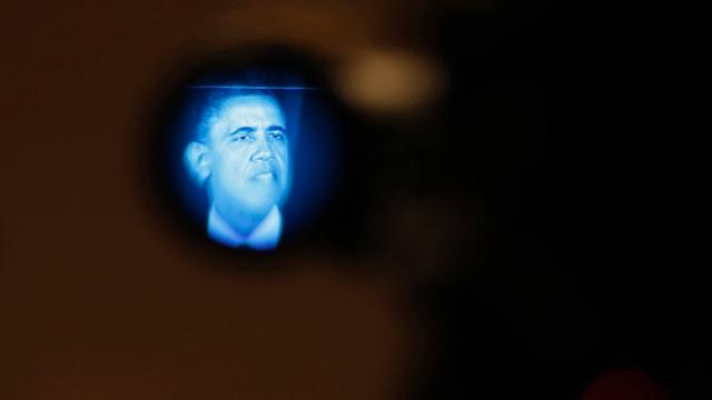 Präsident Barack Obama in einer Linse einer Kamera.