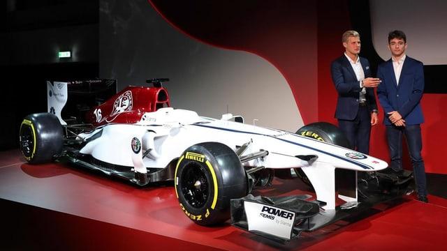 Auto da formula 1 da Sauber ed ils dus pilots.