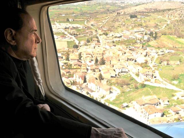 Berlusconi im Flugzeug