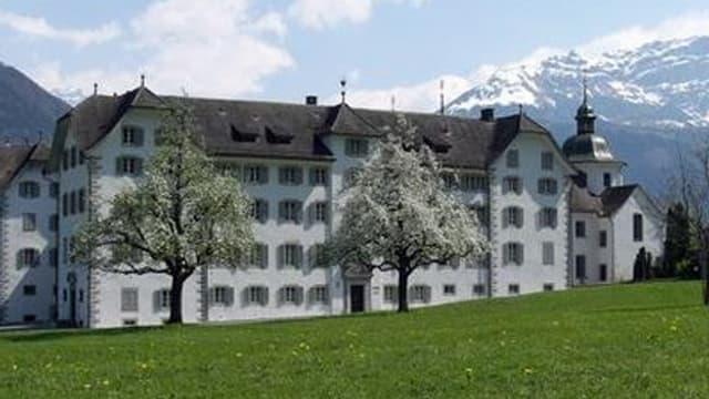 Das Kloster Seedorf von aussen.