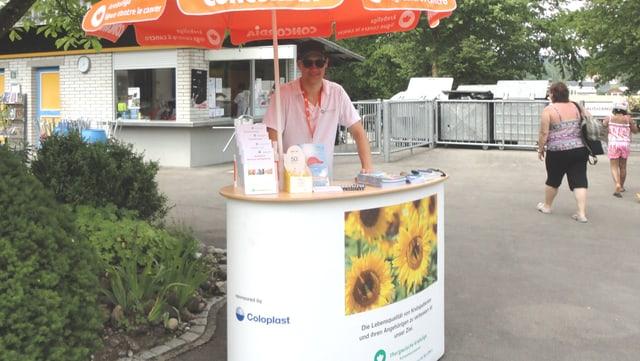 Die Thurgauische Krebsliga unterwegs in der Badi Münchwilen zum Thema Sonnenschutz und Hautkrebs.