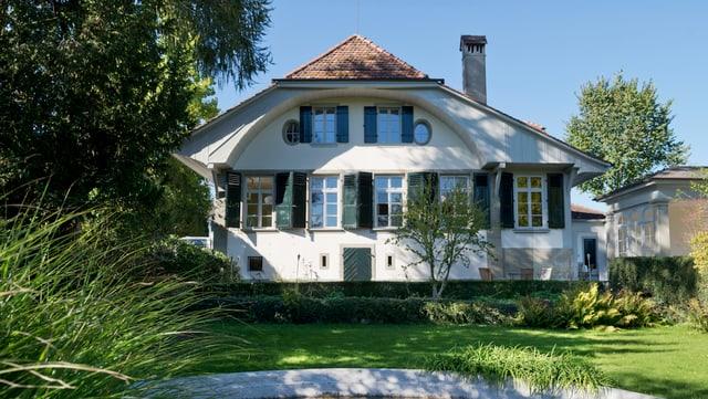 Ein Einfamilienhaus mit grosszügigem Garten