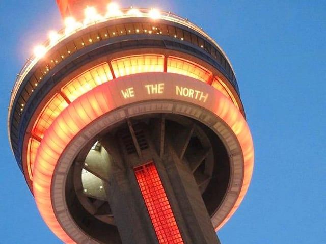 CN Tower mit Schriftzug